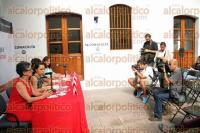 Xalapa, Ver., 1 de septiembre de 2015.- El director general del IVEC, Rodolfo Mendoza Rosendo y Roxana Quiahua Alamillo, durante conferencia de prensa en lanzamiento de convocatoria.