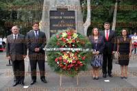 Xalapa, Ver., 1 de septiembre de 2015.- Consejeros del IVAI rinden guardia de honor ante el monumento de �Miguel Hidalgo�, este martes.