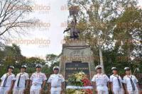 Xalapa, Ver., 2 de septiembre de 2015.- El Vicealmirante Piloto Aviador, Jos� Manuel Solano Ochoa, de la Secretar�a de Marina encabez� la guardia de honor ante el monumento de Miguel Hidalgo y Costilla.