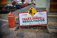 Xalapa, Ver., 2 de septiembre de 2015.- Por los trabajos del Ayuntamiento de este municipio, en cruce de la calle Altamirano y Azueta en la zona Centro, los veh�culos tienen que maniobrar para no caer en el orificio que hay en el asfalto.