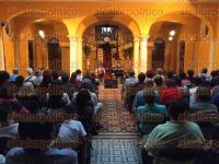 Xalapa, Ver., 2 de septiembre de 2015.- La noche de este mi�rcoles, el cantante Cutberto Navarro Piedra se present� en el Casino Xalape�o con el concierto