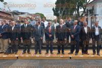 Xalapa, Ver., 2 de septiembre de 2015.- Integrantes de la Logia Mas�nica de Veracruz, Alberto Garc�a Leyton y Arturo Jaramillo Palomino, acudieron a la guardia de honor en el monumento a Miguel Hidalgo.