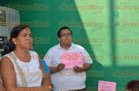 Veracruz, Ver., 3 de septiembre de 2015.- Un grupo de profesores protestaron afuera de las oficinas de la SEV regi�n Veracruz.
