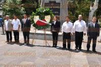 Xalapa, Ver., 3 de septiembre de 2015.- Rinde guardia de honor el Ayuntamiento de Ahuayalulco, encabezado por el alcalde Abundio Morales Rosas.