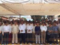 Xalapa, Ver., 4 de septiembre de 2015.- Tom�s Tejeda encabez� la guardia de honor de los trabajadores de la CROC.