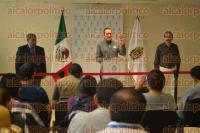 Xalapa Ver., 4 de septiembre de 2015.- En conferencia de prensa, el fiscal del Estado, Luis �ngel Bravo Contreras, dio a conocer los avances que han tenido respecto al caso de los estudiantes agredidos.