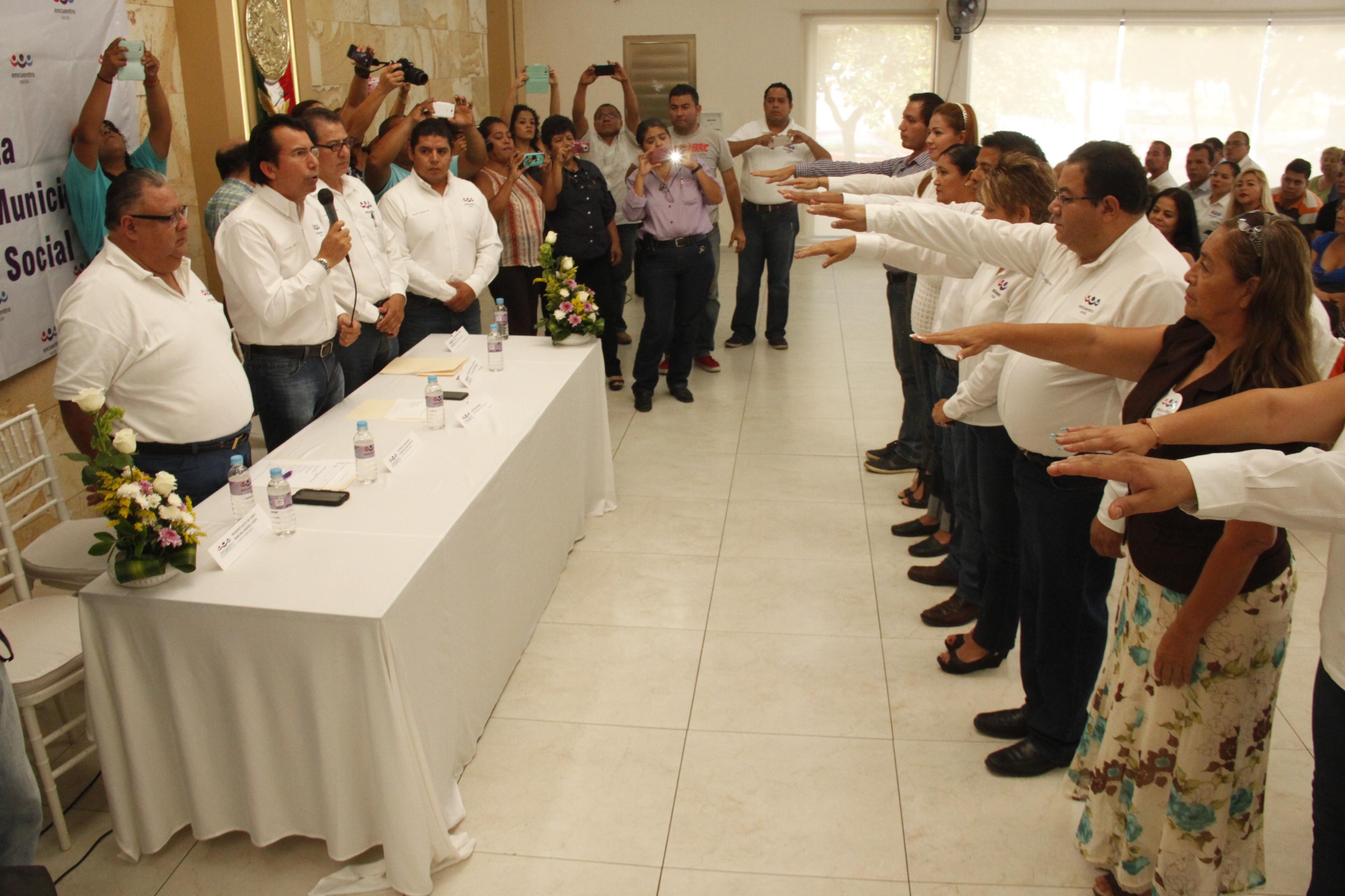 Veracruz, Ver., 4 de septiembre de 2015.- Gonzalo Gu�zar Valladares, dirigente estatal del Partido Encuentro Social, arrib� a la toma de protesta del Comit� Directivo Municipal del PES en este Puerto.