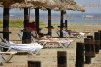 Veracruz, Ver., 4 de septiembre de 2015.- Ba�istas visitan las playas de la conurbaci�n Veracruz-Boca del R�o, ante la temperatura de hasta 32 grados que se vive en estos municipios.