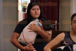 Xalapa, Ver., 3 de octubre de 2015.- Tradicional bendici�n de animales en la iglesia �Los Sagrados Corazones de Jes�s y de Mar�a�, en donde ciudadanos xalape�os acudieron con todo tipo de mascotas.