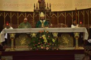 Xalapa, Ver., 4 de octubre de 2015.- Durante la homil�a de este domingo, el arzobispo Hip�lito Reyes Larios toc� el tema del matrimonio y el significado que tiene esta instituci�n al interior de la religi�n cat�lica.