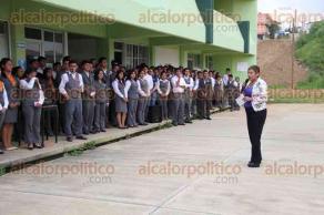 Xalapa, Ver., 5 de octubre de 2015.- Rinden protesta los integrantes del nuevo Comit� Ejecutivo Estudiantil de la Normal �Manuel Su�rez Trujillo�.