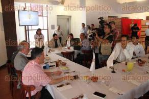 Xalapa, Ver., 5 de octubre de 2015.- Ofrece conferencia de prensa el alcalde de Orizaba, Juan Manuel D�ez Franco, en donde invita a los turistas visitar este �Pueblo M�gico�.
