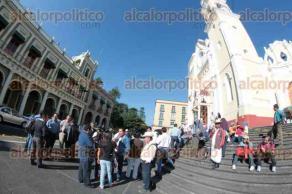 Xalapa, Ver., 6 de octubre de 2015.- Integrantes de CCAMPO (Coordinadora Campesina del Movimiento Popular) se manifiestan en la explana de la Plaza �Lerdo de Tejada�.
