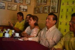 Xalapa, Ver., 6 de octubre de 2015.- Conferencia de prensa del dirigente del PRD municipal, Manuel Bernal, donde habl� de las alianzas de cara al pr�ximo proceso electoral.