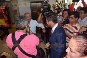 Xalapa, Ver., 6 de octubre de 2015.- El alcalde de Boca del R�o, Miguel �ngel Yunes M�rquez, se presenta ante la Fiscal�a despu�s de la visita de agentes en su domicilio.