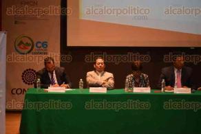 Xalapa Ver., 6 octubre de 2015.- Reconocimiento a empresas de 10, encabezado por el ingeniero Rogelio Santos Elizondo, delegado regional de INFONAVIT.