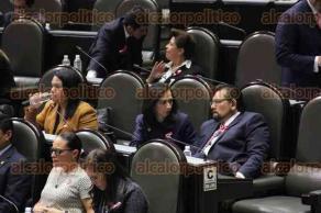 M�xico, DF., 6 de octubre de 2015.- Legisladores portan un mo�o rosa en el marco del Mes contra el c�ncer de mama. La sesi�n en el Palacio Legislativo de San L�zaro muy tranquila y sin sobresaltos en los temas que se abordan.