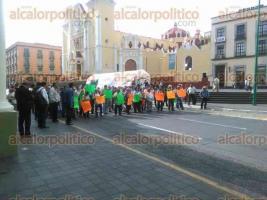 Xalapa, Ver., 6 de octubre de 2015.- Miembros de la CCAMPO volvieron a cerrar la vialidad en la calle Enr�quez por unos minutos en exigencia al cumplimiento de diversas peticiones; podr�a continuar sus cierres intermitentes.