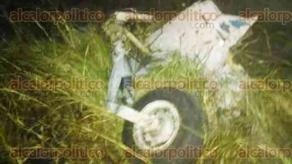 Emiliano Zapata, Ver., 6 de octubre de 2015.- As� se ven los restos del helic�ptero, que aunque cay� en una zona de casas afortunadamente no alcanz� a ninguna; el lugar est� acordonado por personal de Seguridad P�blica y el Ej�rcito.