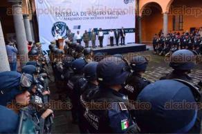 Coatepec, Ver., 7 de octubre de 2015.- El secretario de Seguridad P�blica del Estado, Arturo Berm�dez, encabez� el acto de entrega de equipo t�ctico a elementos de Fuerza Civil Coatepec.