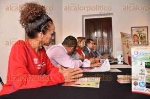 Xalapa, Ver., 7 de octubre de 2015.- En conferencia de prensa se present� la media marat�n Tsalana Xalapa 2015.
