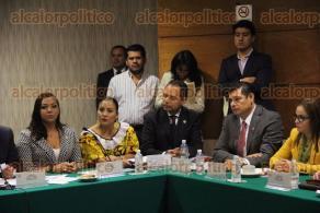 M�xico, DF., 8 de octubre de 2015.- En la C�mara de Diputados, el legislador Javier Guerrero, instal� la Comisi�n de Desarrollo Social, participando el diputado Jorge Carvallo Delf�n en la misma.
