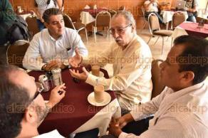 Xalapa, Ver., 9 de octubre de 2015.- Jos� Torres Ch�zaro, miembro del Consejo Ciudadano de Movilidad de esta ciudad, recalc� que las manifestaciones perjudican en general pues no hay v�as alternas que sustituyan a la calle Enr�quez.
