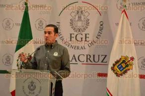 Xalapa, Ver., 9 de octubre de 2015.- Luis �ngel Bravo Contreras inform� la detenci�n de 6 personas que formaban parte de una banda que cometi� asaltos a 14 instituciones bancarias en Minatitl�n y Cosoleacaque.