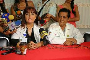 Veracruz, Ver., 9 de octubre de 2015.- El director de la Jurisdicci�n Sanitaria VIII, Lorenzo Casta�eda, ofreci� rueda de prensa con motivo de la �Semana de salud mental�; acompa�� la directora del CISAME, Gloria In�s Zamora Mendoza.