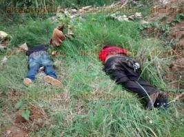 Ixtaczoquitl�n, Ver., 9 de octubre de 2015.- A la entrada de la localidad de Moyoapan, municipio de Ixtaczoquitl�n, fueron hallados dos cuerpos del sexo masculino con se�ales de tortura; hasta el momento est�n en calidad de desconocidos. Al lugar arribaron elementos de la Polic�a Municipal y Fuerza Civil.