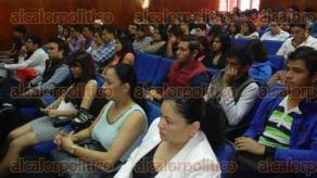 Xalapa, Ver., 9 de octubre de 2015.- Imparten conferencia