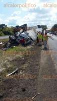 Juan Rodr�guez Clara, Ver., Un trailer impact� una camoineta sobre la autopista La Tinaja-Cosoleacaque, 5 personas resultaron lesionadas incluyendo el conductor del tractocami�n. La conductora de la camioneta falleci� al instante.