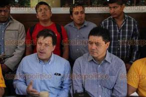 Xalapa, Ver., 10 de octubre de 2015.- El dirigente estatal del PRD, Rogelio Franco, ofreci� conferencia de prensa con integrantes de la Juventud de Izquierda.