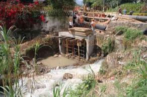 Xalapa, Ver., 13 de octubre de 2015.- Colaps� una parte de la construcci�n del colector pluvial