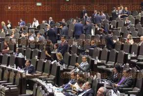 M�xico, DF., 13 de octubre de 2015.- En la C�mara de Diputados, legisladores muestran poco inter�s en los temas abordados por sus compa�eros en el Congreso y el ausentismo legislativo nuevamente se presenta en cada sesi�n.