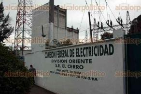 Xalapa, Ver., 24 de noviembre de 2015.- El gerente de la Divisi�n Oriente de la Comisi�n Federal de Electricidad, Ra�l Usla L�pez, inaugur� el edificio del Centro de Control de Distribuci�n ubicado en la subestaci�n El Cerro.