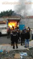 C�rdoba, Ver., 24 de noviembre de 2015.- Incendio en f�brica de velas deja como saldo 2 afectados; el propietario del negocio y uno de sus empleados resultaron con quemaduras de primer y segundo grado.