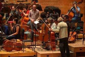 Xalapa Ver., 25 de noviembre de 2015.- Se presentar� el clarinetista estadounidense ganador de premios Emmy Richard Stoltzman en la sala de conciertos Tlaqn�, acompa�ado de la OSX el 27 de este mes.