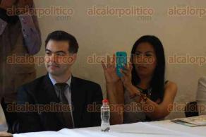 Xalapa, Ver., 25 de noviembre de 2015.- El alcalde, Am�rico Z��iga Mart�nez, asisti� a la presentaci�n del Programa Municipal para la Igualdad entre Mujeres y Hombres para una Vida Libre de Violencia.