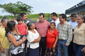 Xalapa, Ver., 25 de noviembre de 2015.- El senador Pepe Yunes visit� municipios del centro, sur y norte del Estado, beneficiados con apoyos econ�micos.