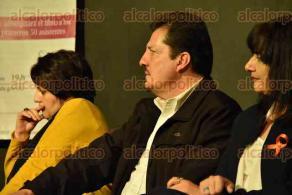 Xalapa, Ver., 25 de noviembre de 2015.- Presentaci�n del libro �De liberales a liberadas: Pensamiento y movilizaci�n de las mujeres en la historia de M�xico (1753-1975)�, en el �gora de la Ciudad, en donde estuvo presente el secretario General de PANAL, Lorenzo Moccia Sandoval.