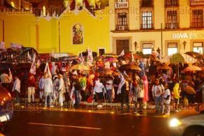 Xalapa, Ver., 25 de noviembre de 2015.- A las 21:16 horas, a�n hab�a simpatizantes del Partido Cardenista en la Plaza Lerdo.