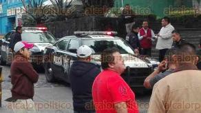Xalapa, Ver., 26 de noviembre de 2015.- La Polic�a Federal arrib� a las instalaciones de CAXA, as� como Tr�nsito del Estado para llegar a acuerdos con taxistas que manten�an bloqueado el acceso al lugar.