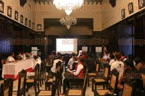Veracruz, Ver., 26 de noviembre de 2015.- En la Sala de Cabildos, SEMARNAT y PROFEPA instalaron el Comit� de Varamientos de Especies, tambi�n firmaron el protocolo de procedimiento ante estos casos, al evento asisti� el delegado de la Procuradur�a del Medio Ambiente, Diego Cobos.