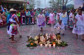 Papantla, Ver., 26 de noviembre de 2015.- El Totonacapan veracruzano sigue luchando por rescatar sus ra�ces con el fin de compartir su conocimiento ancestral con el resto de las culturas.