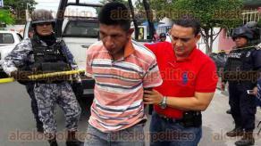 Veracruz, Ver., 26 de noviembre de 2015.- Intensa movilizaci�n se registr� en la colonia Playa Linda de este Puerto, tras el reporte al 066 de vecinos que aseguraban que un hombre golpeaba brutalmente a una mujer dentro de una casa.