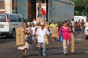 Veracruz, Ver., 27 de noviembre de 2015.- Los trabajadores de la Secretar�a de Desarrollo Social iniciaron el reparto de estos dispositivos en el sal�n �la redonda� del sindicato de ferrocarrileros.