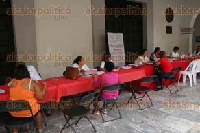 Veracruz, Ver., 27 de noviembre de 2015.- La Jurisdicci�n Sanitaria N�mero VIII realiza pruebas r�pidas de detecci�n oportuna de VIH bajo el lema