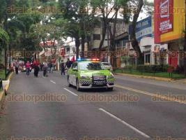 Xalapa, Ver., 27 de noviembre de 2015.- Trabajadores de la Universidad Veracruzana, adheridos al SETSUV, marcharon hacia Rector�a para entregar su emplazamiento de pedir aumento salarial del 20% o se ir�n a huelga.