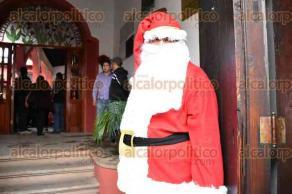 Xalapa, Ver., 27 de noviembre de 2015.- La ma�ana de este viernes se inaugur� el segundo bazar navide�o en el Centro Recreativo Xalape�o, se espera la visita de cientos de interesados de 11:00 a las 20:00 horas.
